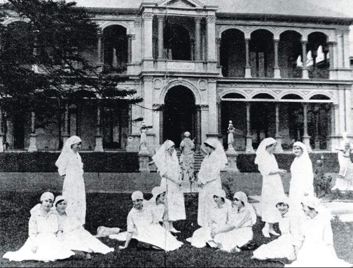 First graduating nurses at the WMH in 1925